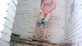 Petite redhead teen babe in bllue jeans pisses in the toilet