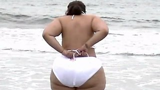 bbw pear showing off at the beach