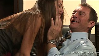 Straight haired secretary lures boss and gives him a stout blowjob