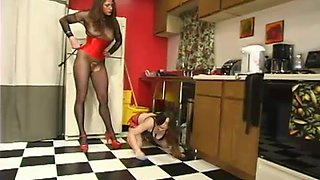Severe breast bondage for a horny chick in the kitchen