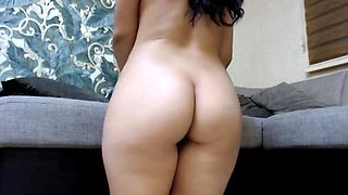 SOME SEXY AMATEUR GIRLS SHOW OFF