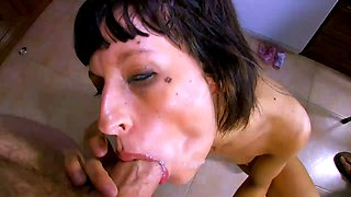 Lia M is a skillful sex bomb in need of an engorged love rod