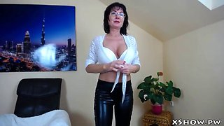 horny gorgeous mom