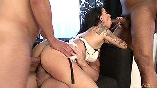 Lulu Jung sucks a dick while enjoying a double penetration