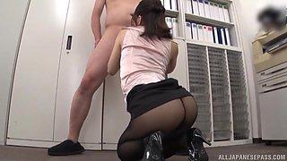 Japanese secretary in a miniskirt Kase Kanako seduces her boss