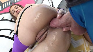 Oiled up anal hole of nasty hoochie Rebel Lynn is stretched with a huge dong