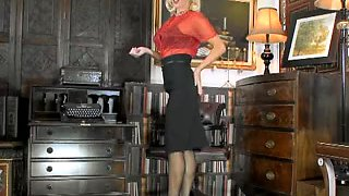 Hot secretary in black ff nylons