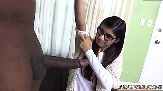 Hairy arab pussy and flash bus Mia Khalifa Tries A Big Black Dick