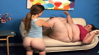 Big gal Pleasured by a Midget