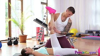 Workout loving babe fucked after sucking
