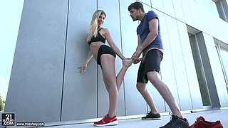 Emotional sexy beauty Shona River gets her shaved pussy drilled outdoors