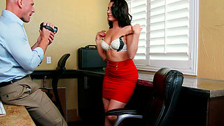 Hot number Gracie Glam seducing her boss Johnny Sins