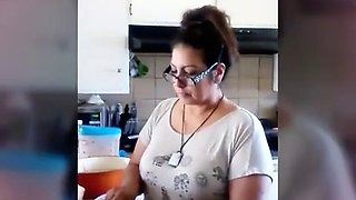 Thick booty milf in the kitchen (voyeur)