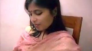 Bhabhi Showing Boobs To Boss