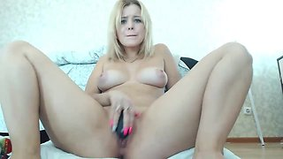 Beautiful Naked Blonde Camgirl Show