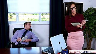 Strict well-shaped boss Kelsi Monroe gets fucked by her accountant