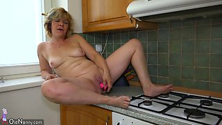 Mature housewife gets too horny and masturbates on the kitchen counter