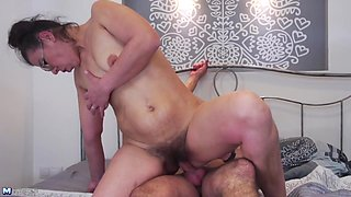 Hairy mature mom suck and fuck lucky son