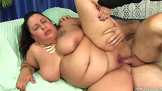Lacy Bangs - Drilling a Plump Ass