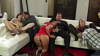 fuck-marathon in the living room @ neighborhood swingers #19