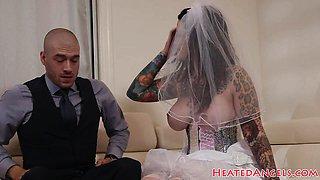 Deepthroating emo bride bouncing on cock