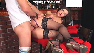 Glamour bitch in stockings seduces barman and gets her muff fucked right on the bar counter