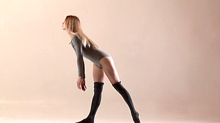 Hairy teen Mochalkina shows outstanding flexibility