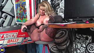 American big breasted MILF fooling around