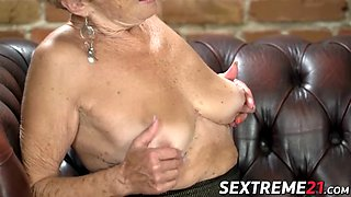 Old seductress eaten out before big dick insertion