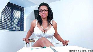 Danica School mistress - JD-0187