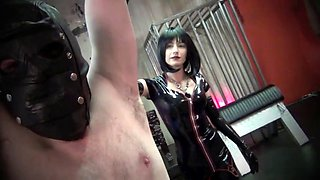 mistress nikki short whipping slave
