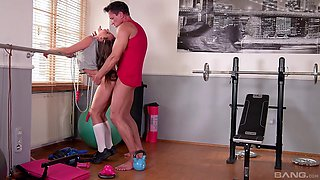 Sporty teen babe Amirah Adara ass fucked and cream pied at the gym