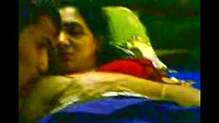 Mature Indian aunty obediently sucks dick of her young lover