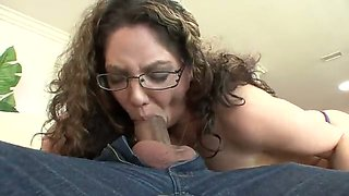 Horny brunette bitch with curvy shapes deep throats dude's dong