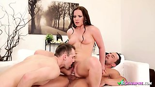Bisexual studs with a brunette babe
